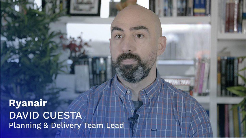 Tech Talk 1: Imagen de David Cuesta (delgado, camisa de cuadros, perilla) con rótulo.