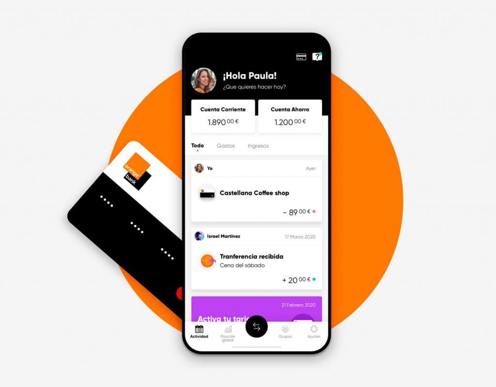 Mockup móvil con App del banco de Orange Bank en la pantalla. Tarjeta bancaria asoma por detrás